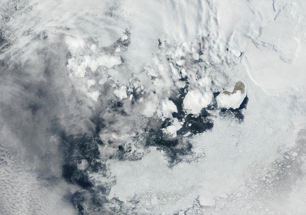 Vista aérea de la Tierra de Francisco José en el Artico...